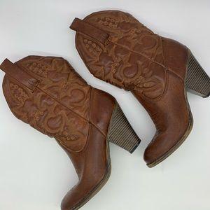 MIA cowboy brown  boots GUC. Size 10.